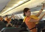 Stjuardese plesom objašnjavaju sigurnosna pravila